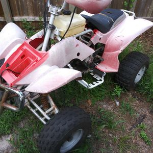 4 wheeler 110cc seatting long time need carburator thats all i know for Sale in Tampa, FL