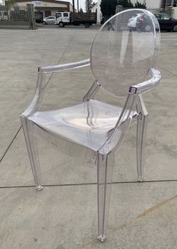 New Casper Modern Acrylic Stacking Kitchen and Dining Room Arm Clear See Through Ghost Chair 21x22x36 inches tall for Sale in Covina,  CA