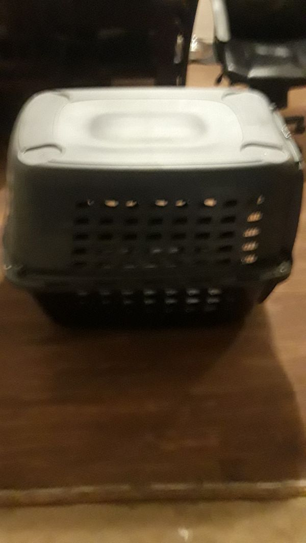 21x31x26 pet kennel, barely used. Door opens on both sides. Large enough for mid-size dog/pet. Paid $140 retail. $75 obo. {contact info removed}