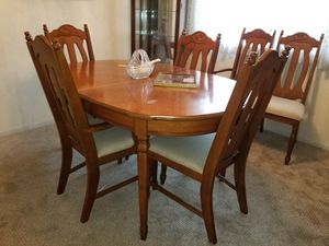 BASSETT KITCHEN TABLE AND 6 CHAIRS for Sale in West Covina, CA