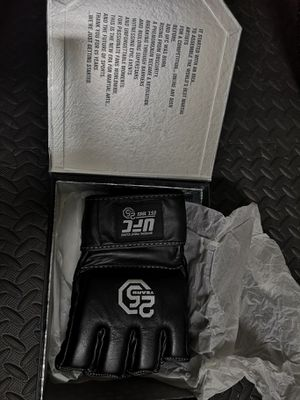 UFC GLOVES 25 YEARS for Sale in Miami, FL