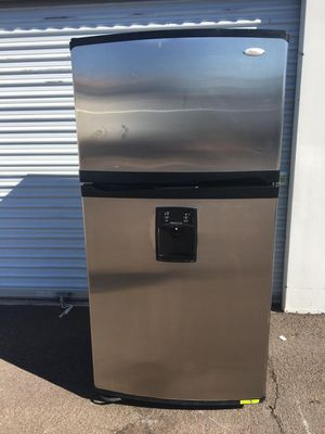 Whirlpool top bottom stainless steel refrigerator, in good condition works very well, one month warranty deliver available for Sale in Tempe, AZ