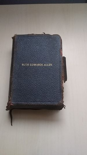 Holy Bible RUTH EDWARDS ALLEN for Sale in Palatine, IL