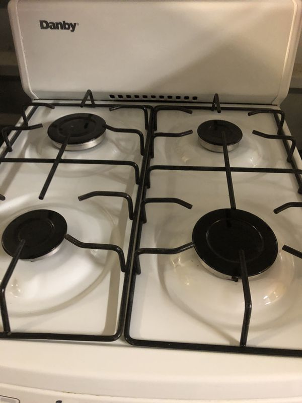 Mint condition apartment size gas stove by Danby ( warranty )
