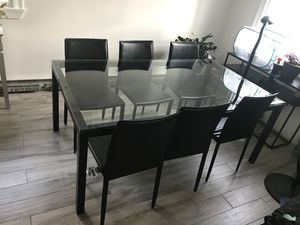 CRATE AND BARREL PARSONS DINING TABLE for Sale in Boston, MA