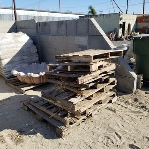 FREE WOOD PALLETS 😆👍 for Sale in Riverside, CA