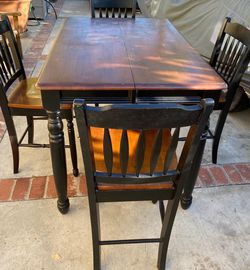 Dining Table With 4 Chairs💛 for Sale in Baldwin Park,  CA