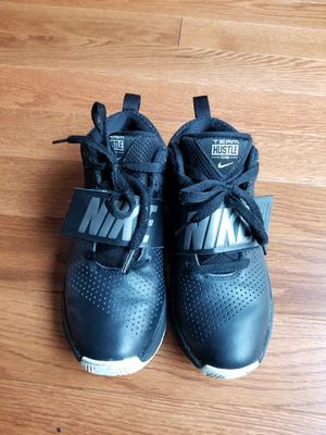 Nike Team Hustle D8 Size 5Y for Sale in Lorton, VA
