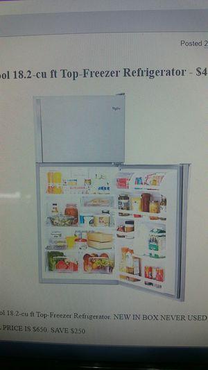 New whirlpool Refrigerator 18.2 cu. Ft top freezer. for Sale in Newport News, VA