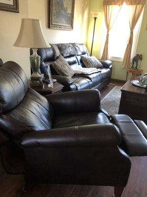 Single manual leather recliner chair for Sale in Centreville, VA