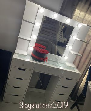Makeup Vanity for Sale in Jurupa Valley, CA