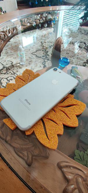 Apple iPhone 7 unlocked 128gb for Sale in Kent, WA