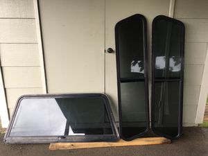 Camper glass and lift for Sale in Mililani, HI