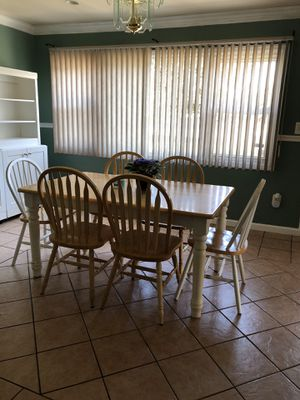 6 chairs and table for Sale in Perth Amboy, NJ