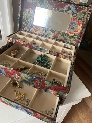 Jewelry box for Sale in North Little Rock, AR