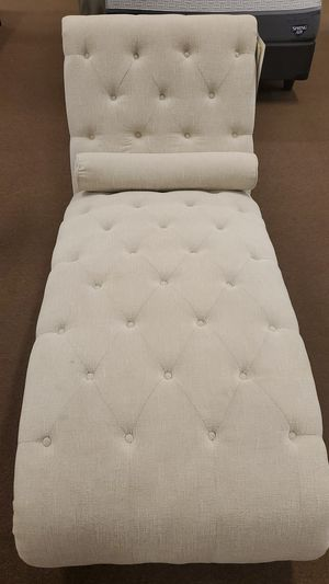 Tufted chaise with pillow for Sale in Victoria, TX