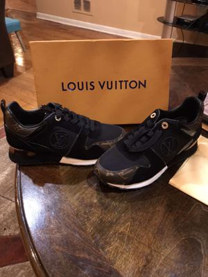 Louis Vuitton sneaker for Sale in Chicago, IL