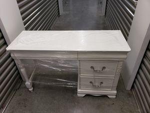 3 piece Dresser, Desk and Night stand for Sale in Miramar, FL