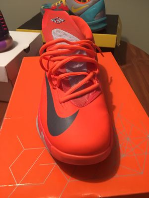 Kevin Durant size 10.5 Men's for Sale in Raleigh, NC