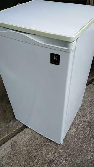 GE Compact Mini 4.4 cu in Refrigerator for Sale in Portland, OR