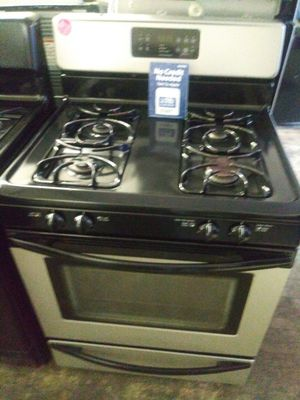 Frigidaire black and stainless steel 4-burner gas stove for Sale in Lorain, OH