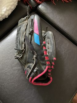 11 inch softball glove for Sale in Sherwood,  OR