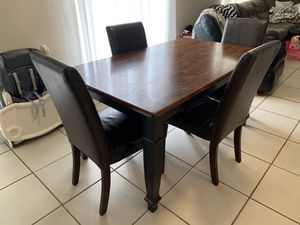 Dining table with 4 chairs for Sale in Orlando, FL