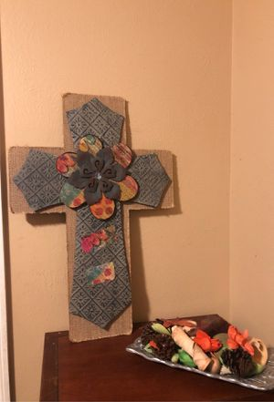Cross and fall centerpiece for Sale in Katy, TX
