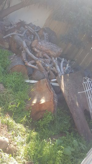 FREE WOOD for Sale in Lincoln Acres, CA