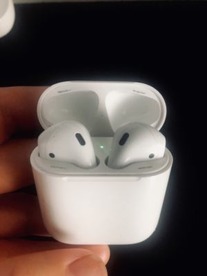 Apple Airpods 1st gen with charging case for Sale in Sacramento, CA