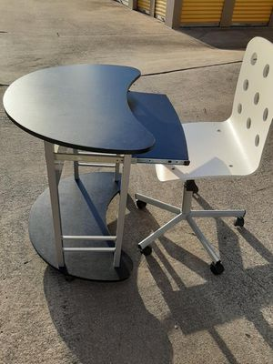 Desk & chair for Sale in Mansfield, TX