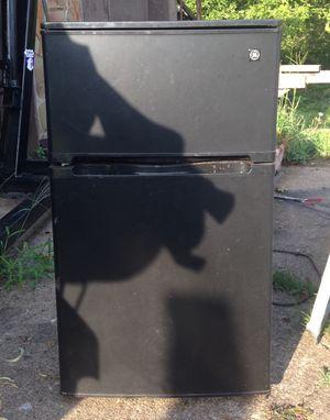 GE mini fridge for Sale in Belpre, OH