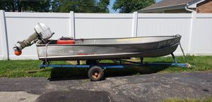 14 foot aluminum boat 9.9 horsepower Johnson motor with gas tank and trailer for Sale in Elmhurst, IL