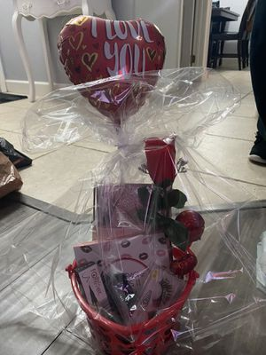 Valentines makeup gift 💝 set for Sale in Colton, CA