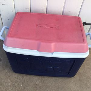 RUBBERMAID COOLER IN GREAT CONDITION for Sale in Glendale, AZ