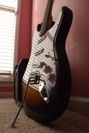 AFFINITY SERIES STRATOCASTER PACK SQUIER FENDER W/ 10g Amp for Sale in Lawrenceville, GA