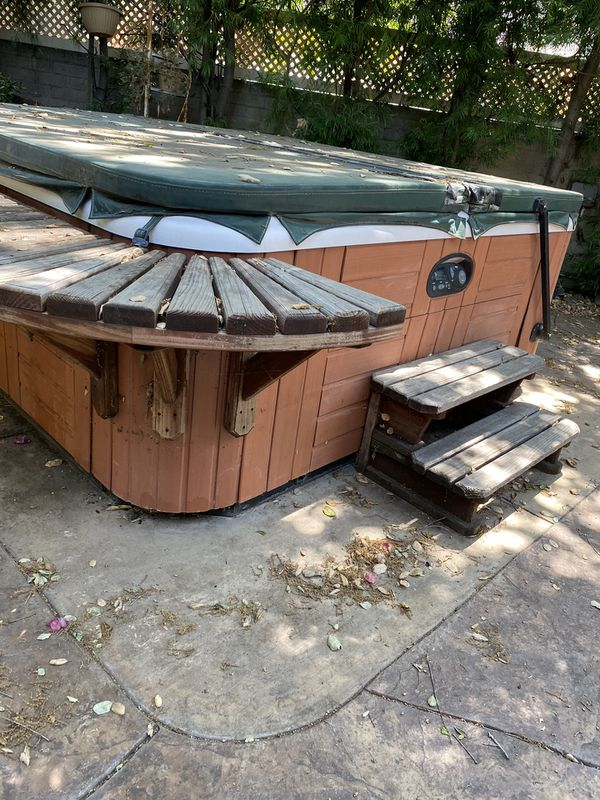 Hot tub spa jacuzzi