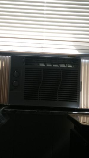 Ac unit and black&decker refrigerator for Sale in St. Petersburg, FL