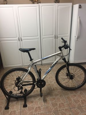 Giant Yukon mountain bike for Sale in El Cajon, CA