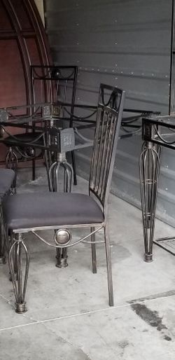 Table & Chairs With Bakers Rack for Sale in Marysville,  WA