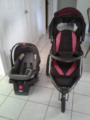 Graco baby car seat and running stroller with bluetooth for radio. for Sale in Miami, FL