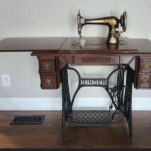 Antique 1902 Singer Treadle Sewing Machine & Cabinet for Sale in Murfreesboro, TN