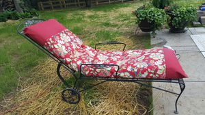 """Wrought iron chaiselounge with weatherproof 5"""" cushion for Sale in Mt. Juliet, TN"""