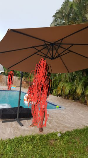 10 ft patio hanging umbrella w LED Light for Sale in Pompano Beach, FL