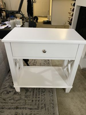 White End table. for Sale in San Jose, CA