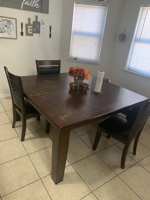 Free Dinning table with 3 chairs for Sale in Moreno Valley, CA
