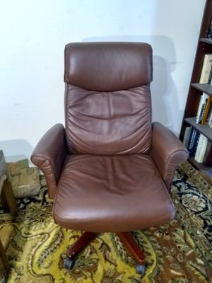 Lazboy Leather Office Chair for Sale in Tulsa, OK