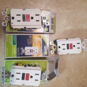 Leviton 15 Amp Self-Test SmartlockPro Slim Duplex GFCI Outlet, White for Sale in Phoenix, AZ