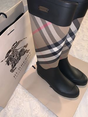 Burberry Rain Boots- Authentic size 37 for Sale in Fontana, CA