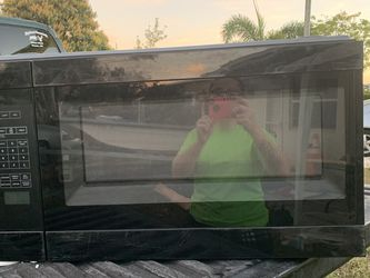 Microwave $30 Buck Big for Sale in Fort Lauderdale,  FL